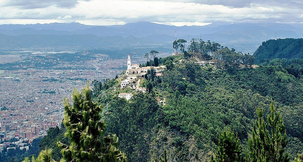 montañas de Monserrate,