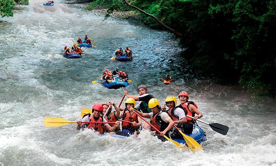 Hacer rafting en Colombia